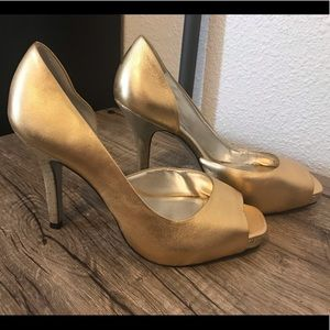 Jessica Simpson Gold Metallic Peep Toe Heels